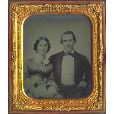 Couple With Gutta Percha Case  (MIS22)