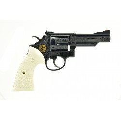 Smith & Wesson Deluxe...