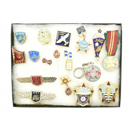 19 Assorted Russian Medals and Pins (MM1310)